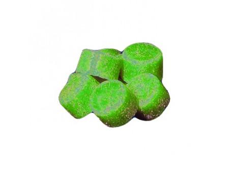 PISZ - Toalett illatosító kocka, fenyő illatú,  1kg - Hosszan tartó friss illatot biztosít a toalettek területén. Meggátolja a mészkõlerakódásokat és húgykõképzõdést. A biológiailag lebomló tenzidek alkalmazása következtében környezetkímélõ. A toalettekben keletkezõ szagokat és baktériumokat hatásosan elfojtja.  • 1 kanna 35 db tablettát tartalmaz • paradiklórbenzol-mentes termék • hosszan tartó intenzív, friss illat • eper (PISr) és fenyő (PISz) változatban